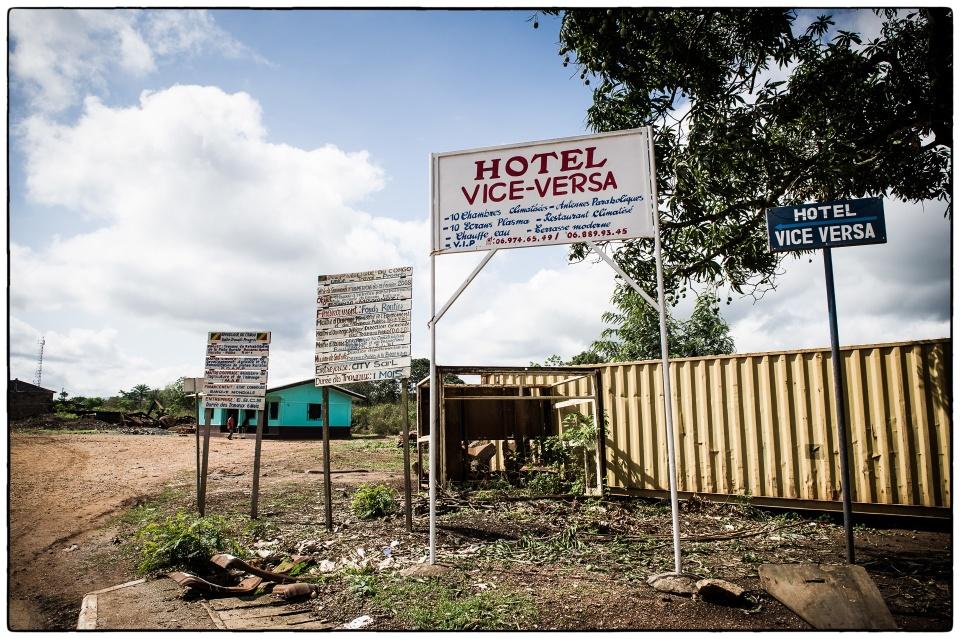 Voila - l'hotel vice-versa, Bouansa, Congo, October 2012 :: photo copyright Richard Hanson for the Bible Society