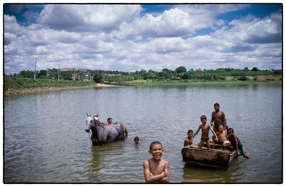 Get off your horse... :: Brazil, 1998 :: photo Richard Hanson copyright Tearfund