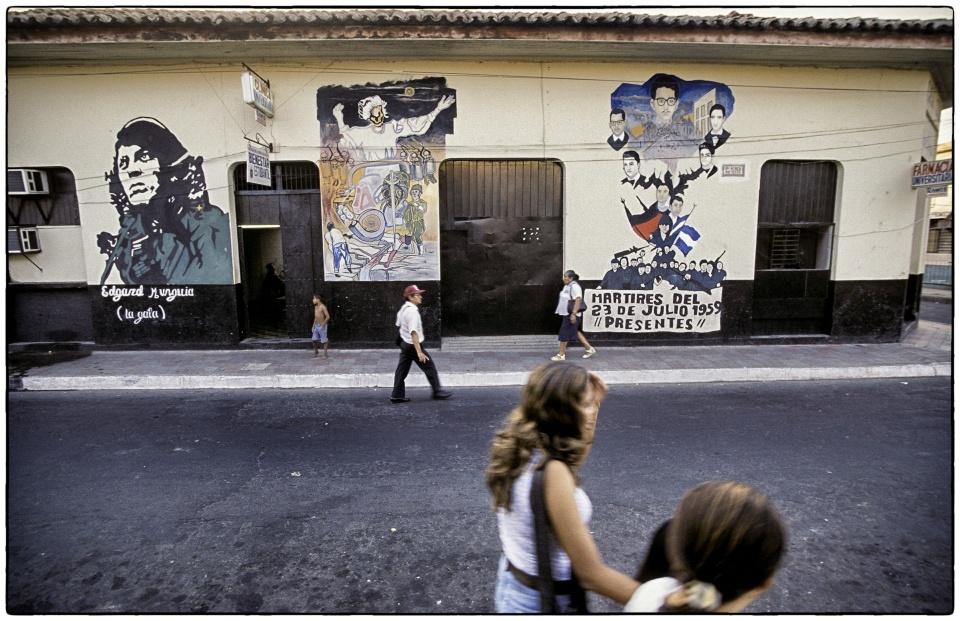 Martyrs wall, Nicaragua, 2000 :: photo Richard Hanson copyright Tearfund