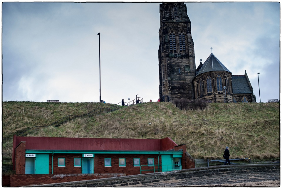 Tynemouth loo on the beach :: copyright Richard Hanson