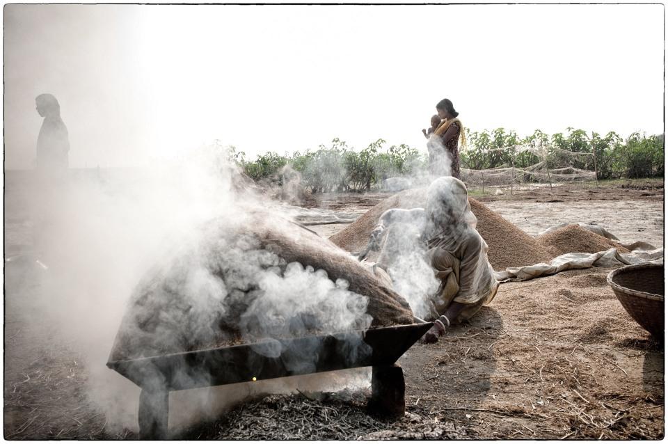 Twenty :: Itna, Bangladesh, November 2009 for MAF :: photo copyright Richard Hanson