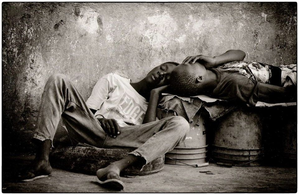 Boys sleeping on the street, Port au Prince, Haiti, 1996 :: photo Richard Hanson copyright Tearfund
