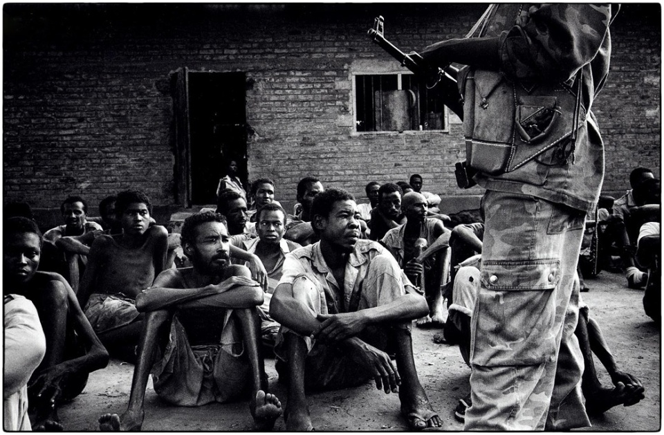 Prisoners of War in Yei, Southern Sudan, 1996 :: photo Richard Hanson copyright Tearfund