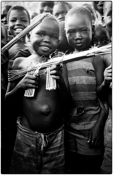 Children playing with homemade guns, Southern Sudan, 1996 :: photo Richard Hanson copyright Tearfund